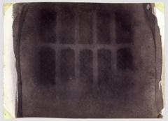 A major benefit of the calotype process is that ________.